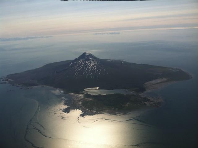 Beautiful-Augustine-Island-Alaska-Flightsee